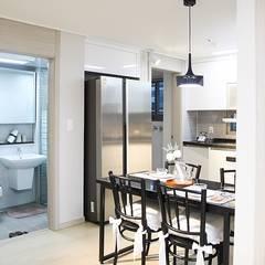 부산 모델하우스 세팅, 모던&컨트리 스타일의 믹스매치 – 노마드디자인: 노마드디자인 / Nomad design의  다이닝 룸