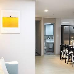 부산 모델하우스 세팅, 모던&컨트리 스타일의 믹스매치 – 노마드디자인: 노마드디자인 / Nomad design의  욕실