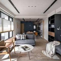 竹北C&L溫暖的家:  客廳 by 極簡室內設計 Simple Design Studio