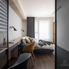 竹北C&L溫暖的家:  臥室 by 極簡室內設計 Simple Design Studio