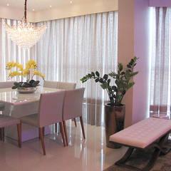 Living integrado - sala de jantar e lounge bar: Salas de jantar ecléticas por PANORAMA Arquitetura & Interiores