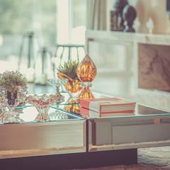 Sala de estar: Salas de estar ecléticas por PANORAMA Arquitetura & Interiores