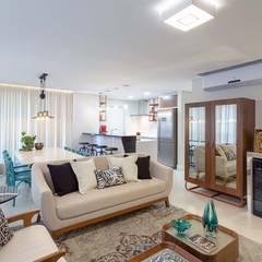 Living integrado - sala de estar, sala de jantar e cozinha: Salas de estar ecléticas por PANORAMA Arquitetura & Interiores