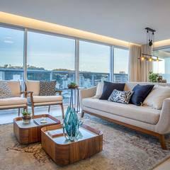 Living integrado - sala de estar e sala de jantar: Salas de estar ecléticas por PANORAMA Arquitetura & Interiores