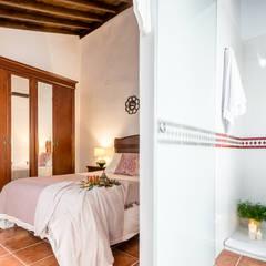 Cuarto de baño DESPUÉS: Dormitorios de estilo  de Home & Haus | Home Staging & Fotografía