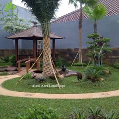 Estanques de jardín de estilo  por Tukang Taman Surabaya - Alam Asri Landscape