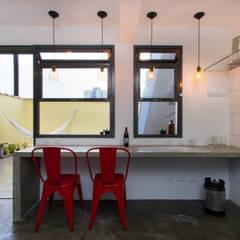 Oficina Cerveja: Escritórios  por Otoni Arquitetura