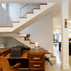 Escada: Escadas  por Otoni Arquitetura