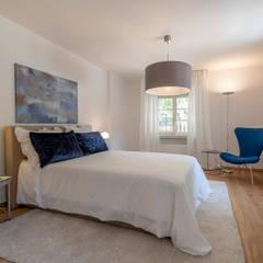 Schlafzimmer:  Schlafzimmer von Cornelia Augustin Home Staging