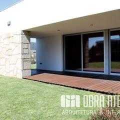 สวนหน้าบ้าน โดย OBRA ATELIER - Arquitetura & Interiores, โมเดิร์น