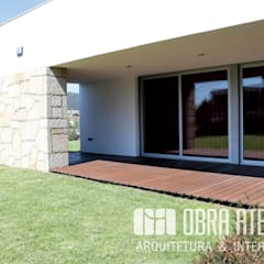 Front yard by OBRA ATELIER - Arquitetura & Interiores, Modern