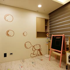 Habitaciones de bebés de estilo  por 青築制作