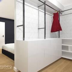 Dom pod Warszawą : styl , w kategorii Garderoba zaprojektowany przez ANNA HIRSZBERG 'HIRSZBERG' PRACOWNIA ARCHITEKTONICZNA