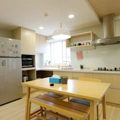廚房、餐廳、書房、客廳都湊在一塊的熱鬧生活:  廚房 by 青築制作