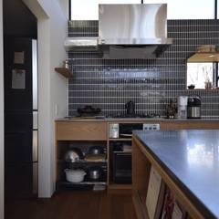 コンロ周りのレイアウト: 注文家具屋 フリーハンドイマイが手掛けたキッチンです。
