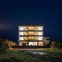 제주 쌓은집: 에이오에이 아키텍츠 건축사사무소 (aoa architects)의  다가구 주택