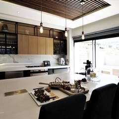 VCC Estate:  Kitchen by JSD Interiors,