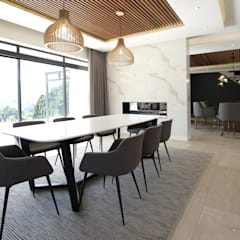 Dining Room:  Dining room by JSD Interiors