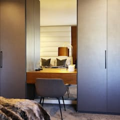 VCC Estate:  Dressing room by JSD Interiors