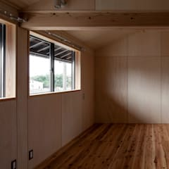 雲州平田の家: 中山建築設計事務所が手掛けた子供部屋です。