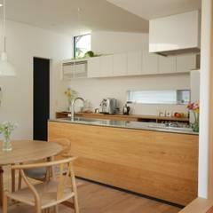 Muebles de cocinas de estilo  por 注文家具屋 フリーハンドイマイ