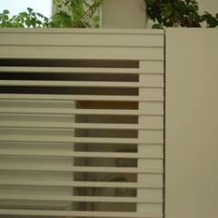 「木漏れ日の家」のキッチン: 注文家具屋 フリーハンドイマイが手掛けたキッチン収納です。,オリジナル 木 木目調
