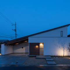 桜並木の家: アークス建築デザイン事務所が手掛けた木造住宅です。