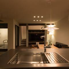 桜並木の家: アークス建築デザイン事務所が手掛けたシステムキッチンです。