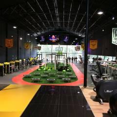 Fitness Up | Gym [Paços de Ferreira] # 2016: Lojas e espaços comerciais  por XIU | Design & More, Lda