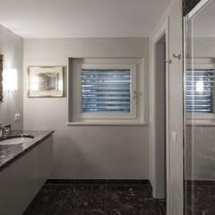 Phòng tắm theo Studio Architettura Macchi, Kinh điển Đá hoa