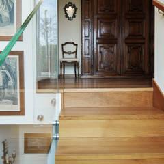 SCALA INTERNA: Scale in stile  di Studio Architettura Macchi