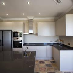 Paraíso Alto: Módulos de cocina de estilo  de RH Design