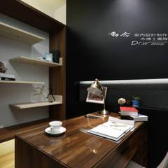 書房/歐式系統傢俱/現代現:  書房/辦公室 by 木博士團隊/動念室內設計制作