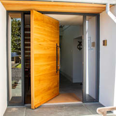 Timber Pivot Door de Camel Glass Moderno Madera Acabado en madera