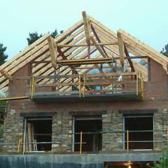 Techo de madera: Casas rurales de estilo  de Manuel Monroy, arquitecto