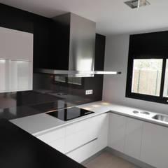Built-in kitchens by Visaespais, reformas y rehabilitaciones en Tarragona, Modern