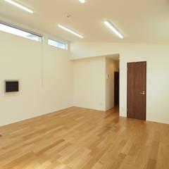 事務所スペース: 徳永建築事務所が手掛けた書斎です。