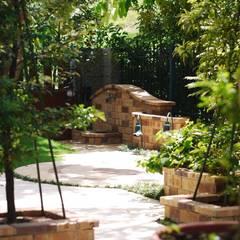 Пруд в саду в . Автор – 大地工房景觀公司