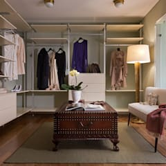 Closets clássicos por Design Studio Yuriy Zimenko Clássico Madeira Acabamento em madeira