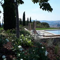 Casolare in Val d orcia:  Garden by Fabiano Crociani Garden design