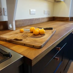 Wickham Court Shaker Kitchen :  Built-in kitchens by Jim Sharples Furniture