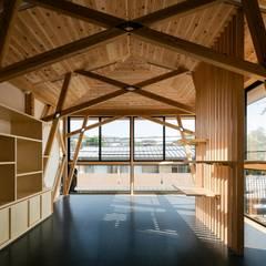 東山の家: 一級建築士事務所 アリアナ建築設計事務所が手掛けた書斎です。