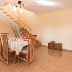 Home Staging en impresionante chalet de El Perelló: Comedores de estilo mediterráneo de Home Staging Tarragona - Deco Interior