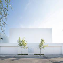 Domus Aurea: Casas unifamiliares de estilo  por GLR Arquitectos