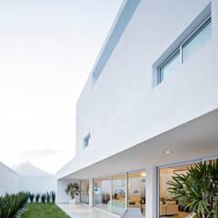 Jardines zen de estilo  por GLR Arquitectos