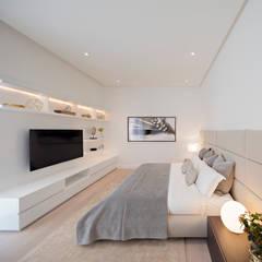 Dormitorios de estilo  por GLR Arquitectos