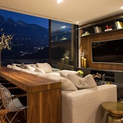 Media room by GLR Arquitectos
