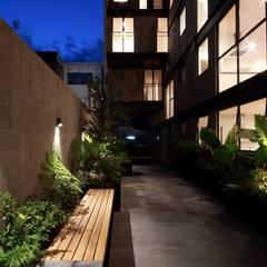 Prosperidad Escandon: Terrazas de estilo  por Global Woods