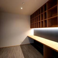 書斎: CN-JAPAN/藤村正継が手掛けた書斎です。