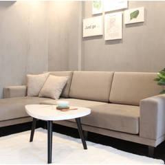 ĐQĐ Apartment:  Phòng khách by G.A Studio
